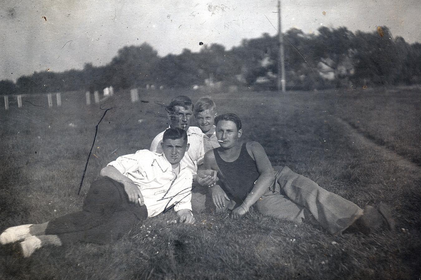 Elena Drapkina's elder brother and his friends