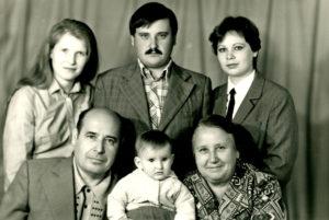 Boris Falevich and his family (Slutsk 1983)