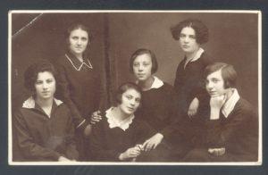 Haya Sasonko with friends (Beltsy 1920s)