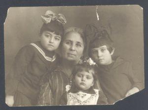 Chasya-Ita Perlstein with her grandchildren (Leningrad 1931)