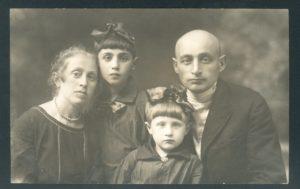 Genya Shaikevich's family (Yanovichi 1933)