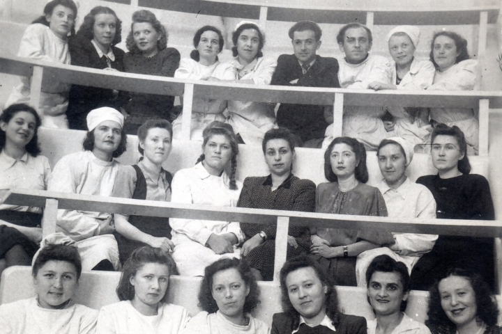 Елена Драпкина среди студентов