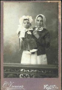 Debora Markman with her baby-sitter (Mogilyov, late 1900s)