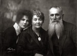 Mikhail Ogranovich with his wife Rahil and daughter Matilda (Moscow 1917)