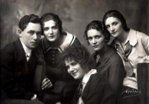 David, Revekka, Maria, Matilda, and Ekaterina Ogranovich (Nikolaev 1918)