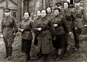 Marina Sineokaya with fellow students (Stavropol 1942)