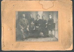 Mordukh and Golda Sasonko with relatives (Bobruisk 1916)