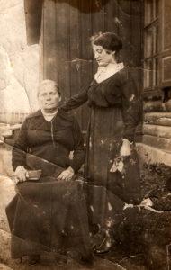 Mina Shulman and her daughter Tsilia Shulman (Smilovichi 1916)