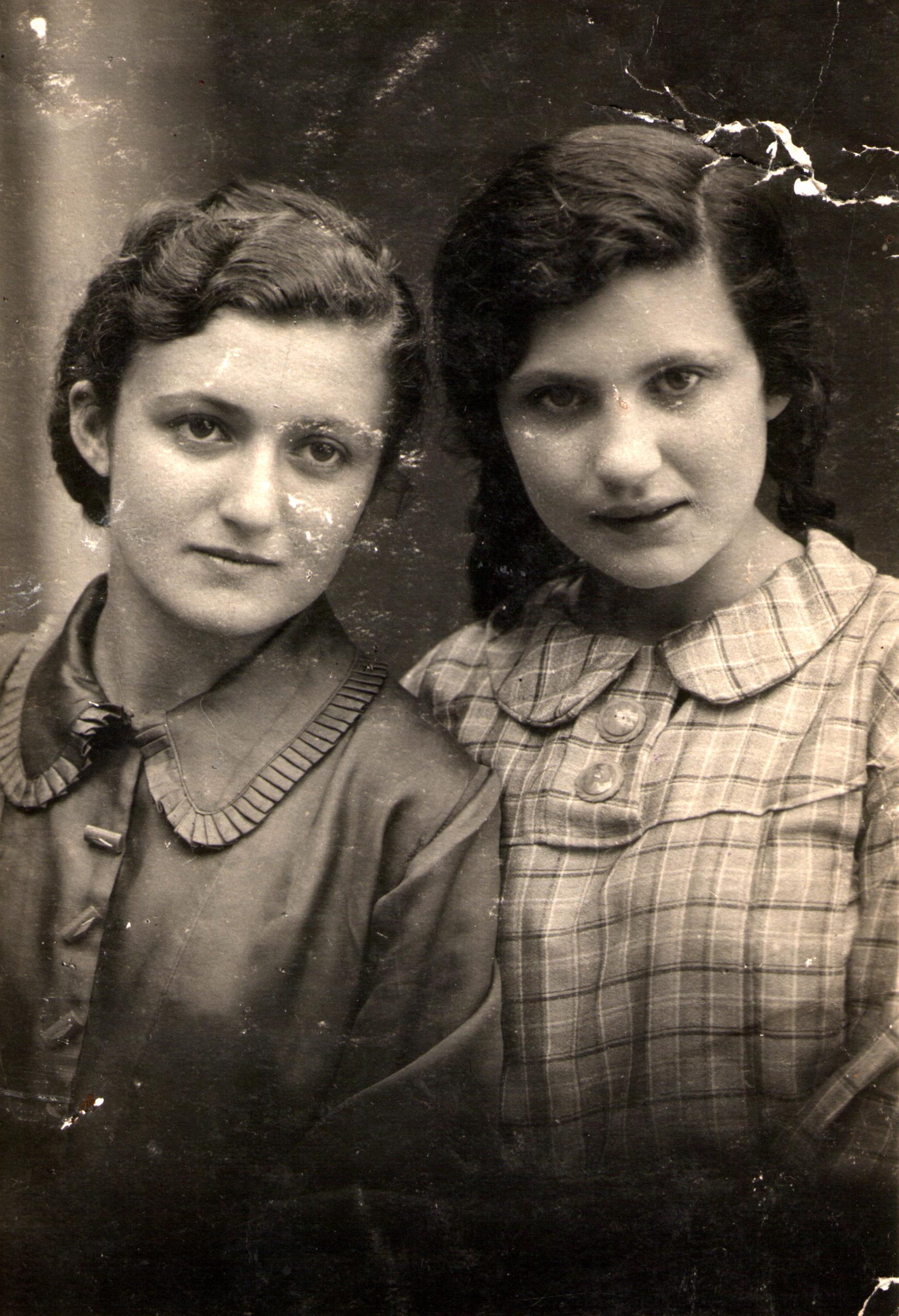 Berta Zelbert with her sister Eniya Zelbert
