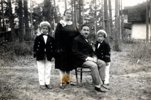 Mark Epstein, his parents, and brother (Kurort 1932)