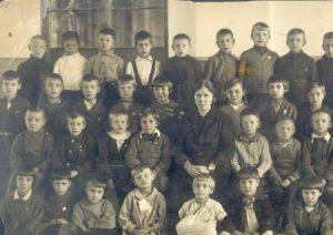 Lyubov Lipovskaya and her classmates (Leningrad 1939)