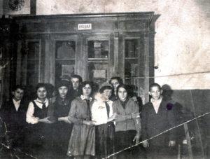 Efim Pisarenko's sister Broha Shapiro and her fellow students (Gomel 1941)
